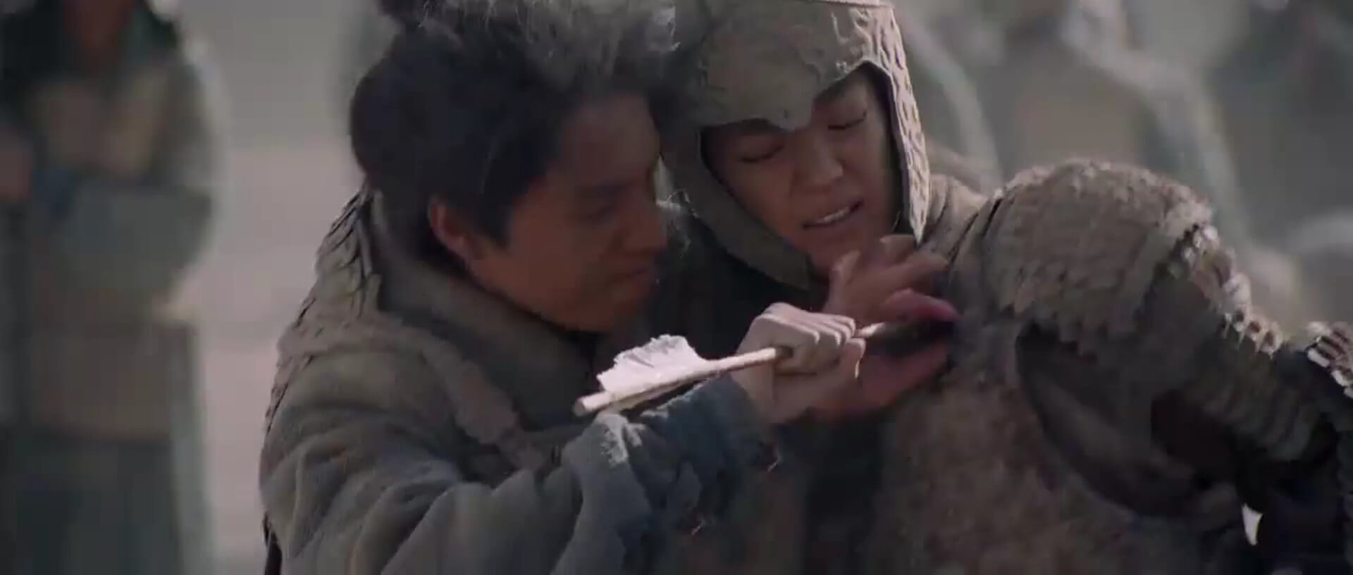 Wentai breaks the arrow in Mulan's chest.